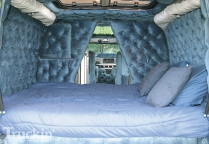1008tr_05+1977_dodge_tradesman_van+waterbed